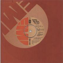 """Queen Another One Bites The Dust - 4pr 1980 UK 7"""" vinyl EMI5102"""