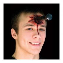 Faux couteau planté dans la peau